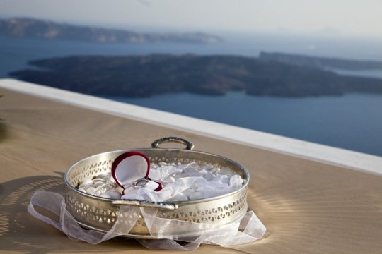 wedding planning in Santorini