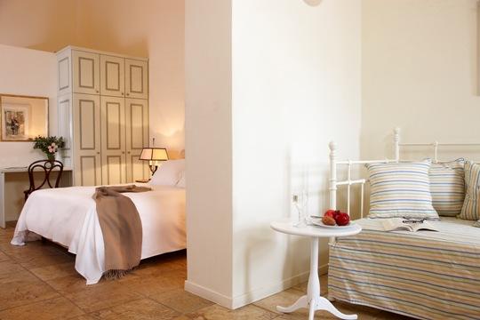 Santorini_Hotels
